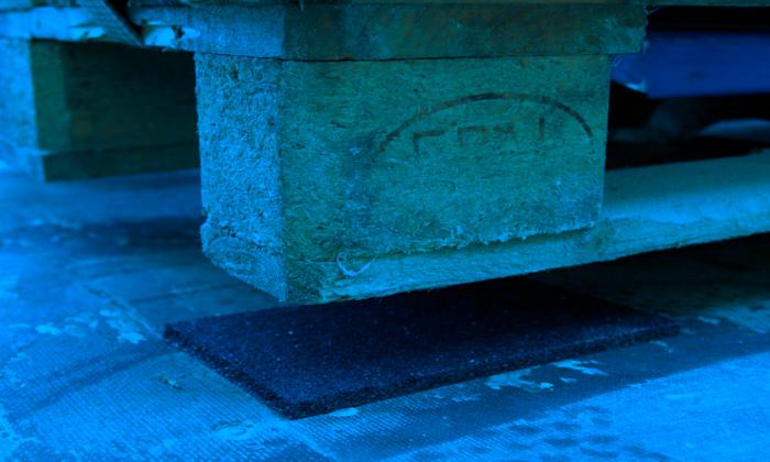 tappetino antiscivolo fermacarico per merce trasportata su camion, container, treno etc.
